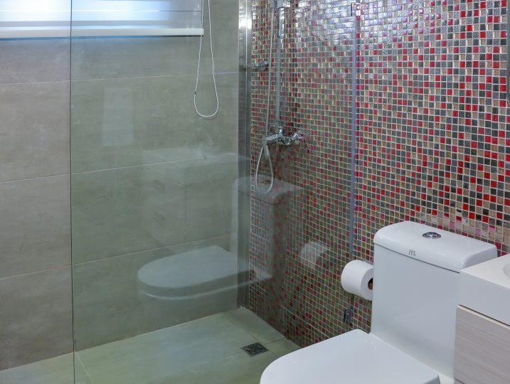 Second Floor Common Bathroom